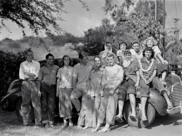 Punahou1947BeachGoers